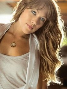 Colbie Caillat Bio,Age,Height,Wiki,Husband,Family,Net Worth