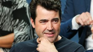 Ron Livingston 300x169 - Ron Livingston Biography,Measurements,Height,Age,Net Worth,Facts